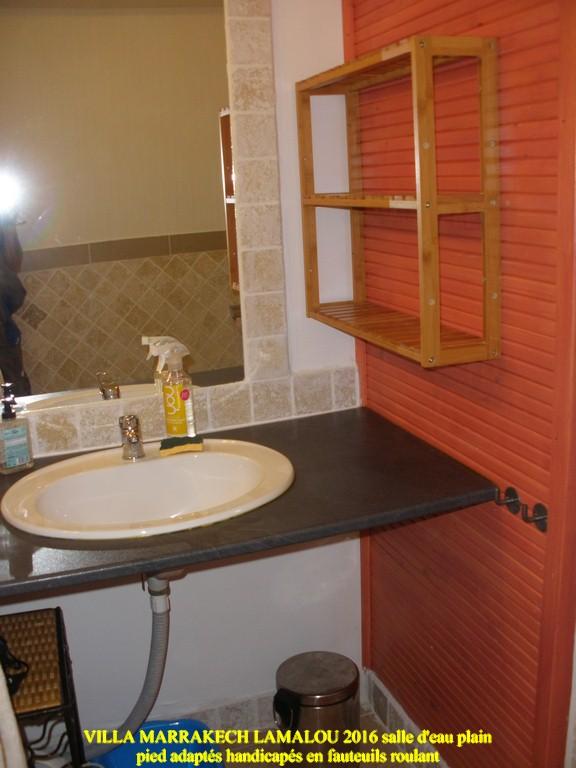 salle d eau adapté handicapé pmr lavabo acces fauteuil roulant